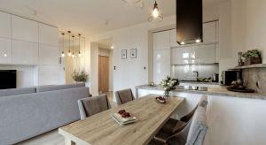 Dwa niewielkie mieszkania. Dwóch właścicieli - kobieta i mężczyzna. Jeden projektant i wspólny dominujący styl, beton i drewniany fornir. Jaki efekt uzyskano?