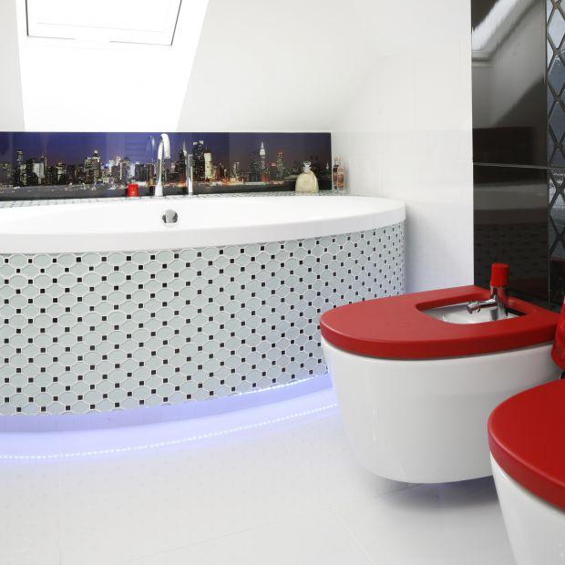 Nowoczesna łazienka - tak można zabudować wannę
