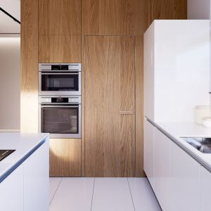 Kuchnia z nowoczesnym półwyspem to subtelne połączenie bieli i drewna. Projekt i zdjęcia: Zespół Projektowy HomeKONCEPT