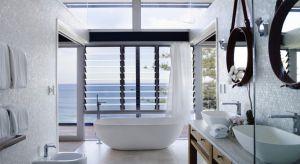 Domowa rola łazienki zmieniła się w ciągu ostatnich kilku sezonów. Z przestrzeni czysto sanitarnej stała się oazą relaksu, miejscem wypoczynku. Dlatego też coraz chętniej urządzamy ją w konwencji salonu kąpielowego. Jak jednak to zrobić?