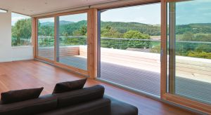 Drewno wprowadza do wnętrz niepowtarzalny klimat. Z jednej strony stwarza wrażenie luksusu, a z drugiej kreuje ciepłą, przytulną atmosferę – nawet w minimalistycznychi ascetycznych wnętrzach.
