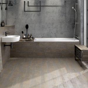 Łazienka w stylu skandynawskim: płytki Finwood. Fot. Cersanit