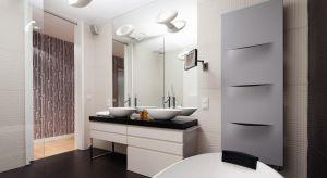 Przygotowaliśmy dla Was pakiet zdjęć łazienek z polskich domów, w których grzejniki są dumnie eksponowane na ścianach, mają oryginalne formy lub kontrastujące z otoczeniem kolory, a ich obecność dodaje charakteru aranżacji łazienki.