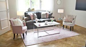 Kolor różowy nieodłącznie kojarzy się ze stylem glamour. Jego pastelowe odcienie pozwolą urządzić piękny, kobiecy salon.
