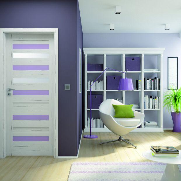 Drzwi wewnętrzne: model w fioletowym kolorze roku  2018