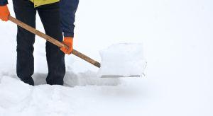 Zima nieraz potrafiła nas zaskoczyć. Jak sobie poradzić ze śniegiem i oblodzeniem przydomowych nawierzchni? Co robić, a czego kategorycznie nie robić?