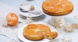 Sezon na mandarynki trwa i właśnie teraz warto maksymalnie wykorzystać ich wyjątkowy smak. Z tymi owocami można przygotować także zaskakujące desery, np. ciasta.