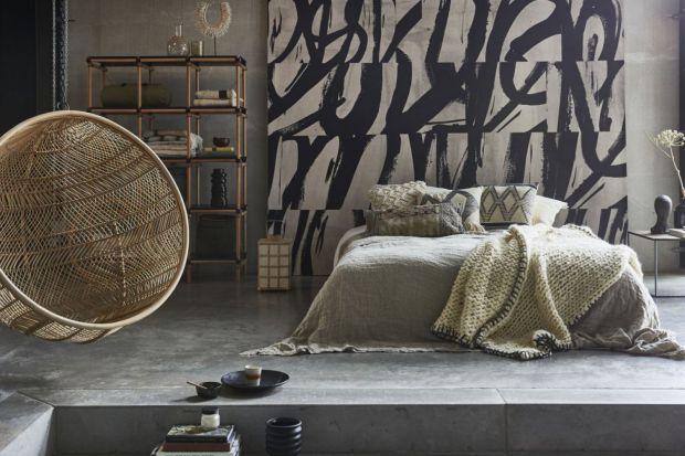 Sypialnia to najbardziej intymna przestrzeń w domu. Urządzając ją możemy puścić wodze fantazji, postawić na ulubione kolory i dodatki oraz dostosować jej wyposażenie do prywatnych upodobań. Pamiętając o kilku zasadach, stworzymy przytulne mie