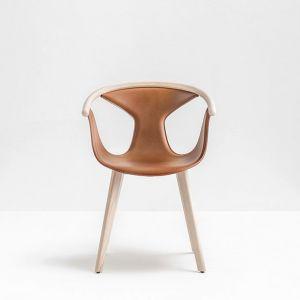 Włoska marka Pedrali prezentowała na swoim stoisku m.in. krzesło Fox (proj. Patrick Norguet) w eleganckim obiciu ze skóry. Fot. Pedrali.