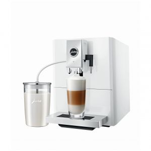 Kawa z idealnie gładką pianką dzięki technologii Fine Foam. Fot. Jura