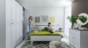 Modne sypialnie mają być przede wszystkim ciepłe, spokojne i urządzone meblami w naturalnych barwach.