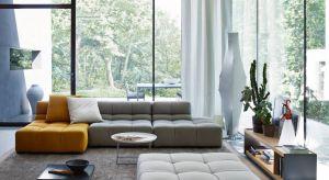"""Lubimy, gdy nasz salon jest przytulnym zakątkiem, gwarantującym komfortowy wypoczynek. Zapewnią nam to sofy, narożniki i fotele o głębokich siedziskach i dużych, miękkich oparciach. W ich """"objęciach"""" na pewno zrelaksujemy się po cięż"""
