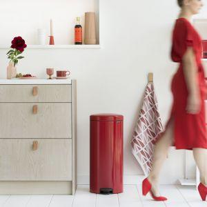 Sprzęty domowe w kolorze Passion Red. Fot. Brabantia