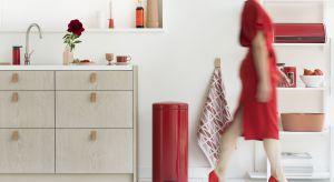 Wśród kolorystycznych trendów na najbliższe miesiące wyróżnia się kolor czerwony, który doskonale prezentuje się m.in. na kuchennych akcesoriach.