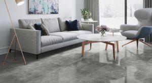 Wybór podłogi to jedna z najważniejszych decyzji podczas projektowania wymarzonego wnętrza. Z jednej strony stanowi tło dla pozostałych elementów kompozycyjnych, z drugiej zaś musi podołać wysokim wymaganiom użytkowym.