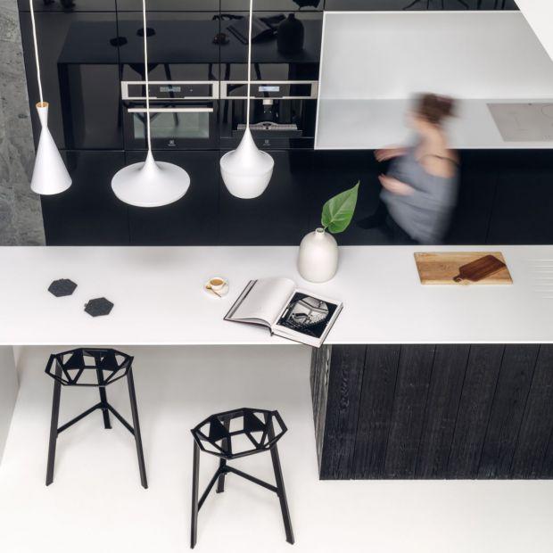 Willa nad morzem - czarno-biały minimalizm w najlepszym wydaniu