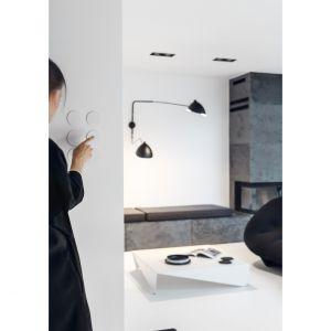 Włączniki światła niemal wtapiają się w ścianę. Projekt: Aleksandra Mierzwa, Wiktor Kurc / MAKA Studio. Zdjęcia: Tom Kurek
