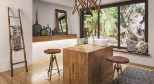 Urok drewna w domowych aranżacjach jest czymś, obok czego trudno przejść obojętnie. Idealnie sprawdza się ono zarówno w pomieszczeniach w stylu skandynawskim, nowoczesnych, jak i rustykalnych
