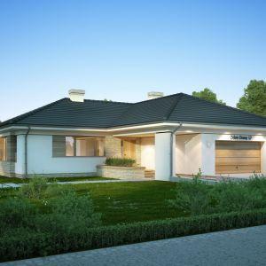 """Dom parterowy, niepodpiwniczony, elegancki i komfortowy. Julia to ciekawa propozycja dla 4-5-osobowej rodziny, ceniącej wygodny tryb życia. Powierzchnia użytkowa: 123,70 m²; średni koszt budowy """"pod klucz"""" - 408.000 zł. Projekt Julia, Fot. Dobre Domy"""