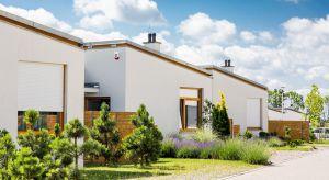 Klienci na rynku nieruchomości coraz chętniej wybierają domy na przedmieściach. Czy ta tendencja może się zmienić i jak reagują na to zapotrzebowanie deweloperzy?