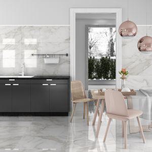 Płytki ceramiczne z kolekcji Arni doskonale imitujące marmur o gładkiej, błyszczącej powierzchni. Fot. Tau