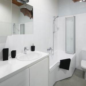 Nowoczesna łazienka - urządzamy strefę umywalki. Projekt: Nowa Papiernia. Fot. Bartosz Jarosz