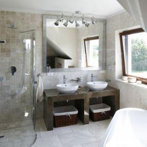Nowoczesna łazienka - urządzamy strefę umywalki. Projekt: Beata Ignasiak. Fot. Bartosz Jarosz