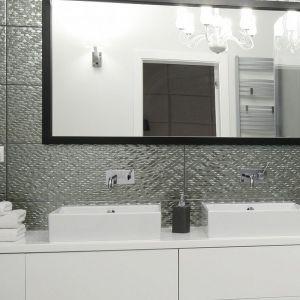 Nowoczesna łazienka - urządzamy strefę umywalki. Projekt: Ewelina Pik, Maria Biegańska. Fot. Bartosz Jarosz