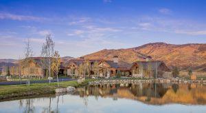 Dom Wild Goose Ranch zaprojektowany przez biuro Kelly & Stone Architects jest spektakularny pod każdym względem. Położony w nieprzyjaznym klimacie Steamboat Springs (Stan Kolorado) idealnie koresponduje z surowym otoczeniem.