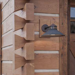 Dom zbudowano w technologii z bala z zakładkami na jaskółczy ogon. Projekt i zdjęcia Kelly & Stone Architects