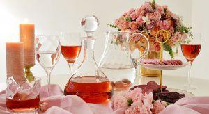 Trzydzieściunikatowych kolekcji szkła formowanego ręcznie i automatycznie to produkty do napojów, do serwowania potraw, dekoracji wnętrz i na prezenty.
