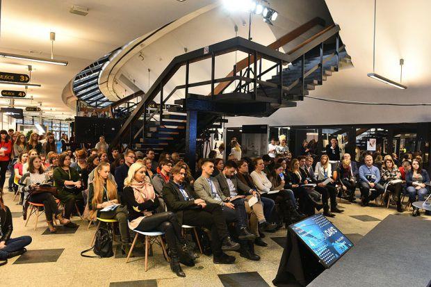 Pierwsze dwa dni 4 Design Days 2018 zgromadziły w Spodku i Międzynarodowym Centrum Kongresowym w Katowicach blisko 9 tysięcy gości biznesowych. W doborowym gronie światowej sławy architektów i designerów dyskutowano m.in. o społecznych funkcjach
