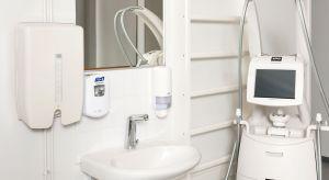Stworzenie komfortowej przestrzeni łazienkowej to nie lada wyzwanie, szczególnie wtedy, gdy korzystać z niej mają osoby o ograniczonej sprawności ruchowej.