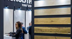 Ceramika Tubądzin, podczas trzeciej edycji katowickich targów 4 Design Days, zaprezentowała wielkoformatowe płyty ceramiczne marek Monolith i Korzilius oraz nowość w ofercie – największe w Polsce gresy barwione w masie z kolekcji Industrio dostę