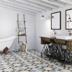 Jasne płytki do łazienki: trendy na 2018 rok. Producent: Apavisa, kolekcja Encaustic. Fot. Apavisa
