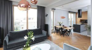 Nowoczesne mieszkanie już od progu zachwyca wyjątkowymcharakterem. To zasługa klasycznych akcentów orazelementów stylu vintage, które stanowią także skuteczne antidotum na zmienność trendów.