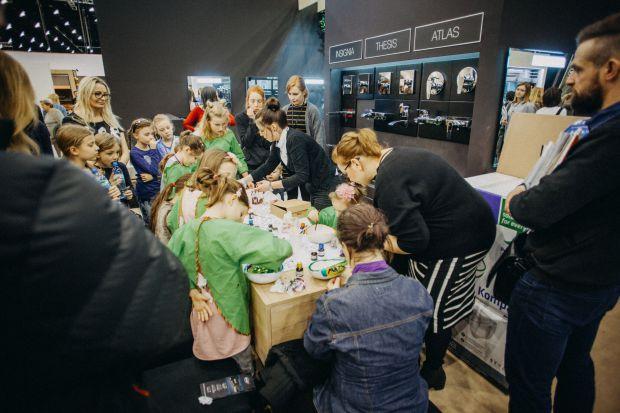 Na tegorocznej edycji 4 DESIGN DAYS, która odbyła się w Międzynarodowym Centrum Kongresowym w Katowicach 15-18 lutego nie mogło zabraknąć marki Roca. Podobnie jak w poprzednich latach marka zaprezentowała na swoim stosiku zarówno produkty, które