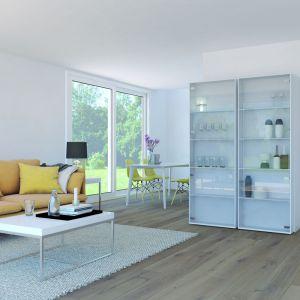 Przestrzeń wielofunkcyjna, w której domowe biuro jest częścią pokoju dziennego, to wyznacznik współczesnego stylu życia. Fot. Hettich