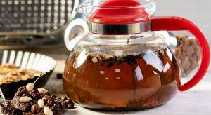 Za oknem mróz, a w domu ciepło, przytulnie i… aromatycznie. Zapach zaparzonej herbaty napełnia całe mieszkanie. Miesza się z orientalną nutą imbiru, świeżością cytryny i cudowną słodyczą czekolady.