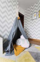 Gdy mała właścicielka pokoju potrzebuje odpocząć po pełnym wrażeń dniu z rówieśnikami, chowa się do uroczego teepee Ajku. Dekoracyjne poduszki oraz koc Coodo zdecydowanie ułatwiają spokojną, popołudniową drzemkę.