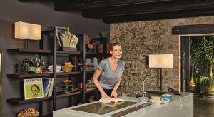 Od zlewozmywaka po piekarnik – wszystkie sprzęty kuchenne w takiej kuchni powinny być dopasowane do siebie, bo wizualna harmonia jest sprawdzonym antidotum na upływ czasu.