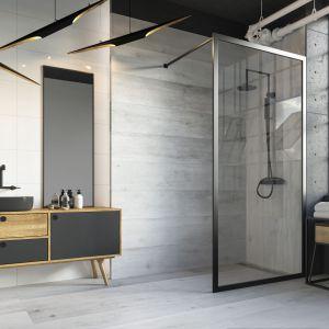 Nowoczesna łazienka: ciekawa aranżacja z kabiną w stylu walk-in i płytkami z kolekcji Tammi. Fot. Ceramika Paradyż