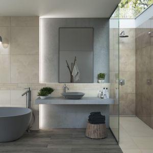 Nowoczesna łazienka: ciekawa aranżacja z prysznicem i wanną oraz płytkami z kolekcji Naturstone. Fot. Ceramika Paradyż