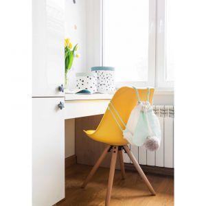 Żółte dodatki nadają pokojowi ciepła i przytulności. Projekt i zdjęcia: Kamila Snela / Wnętrzomania