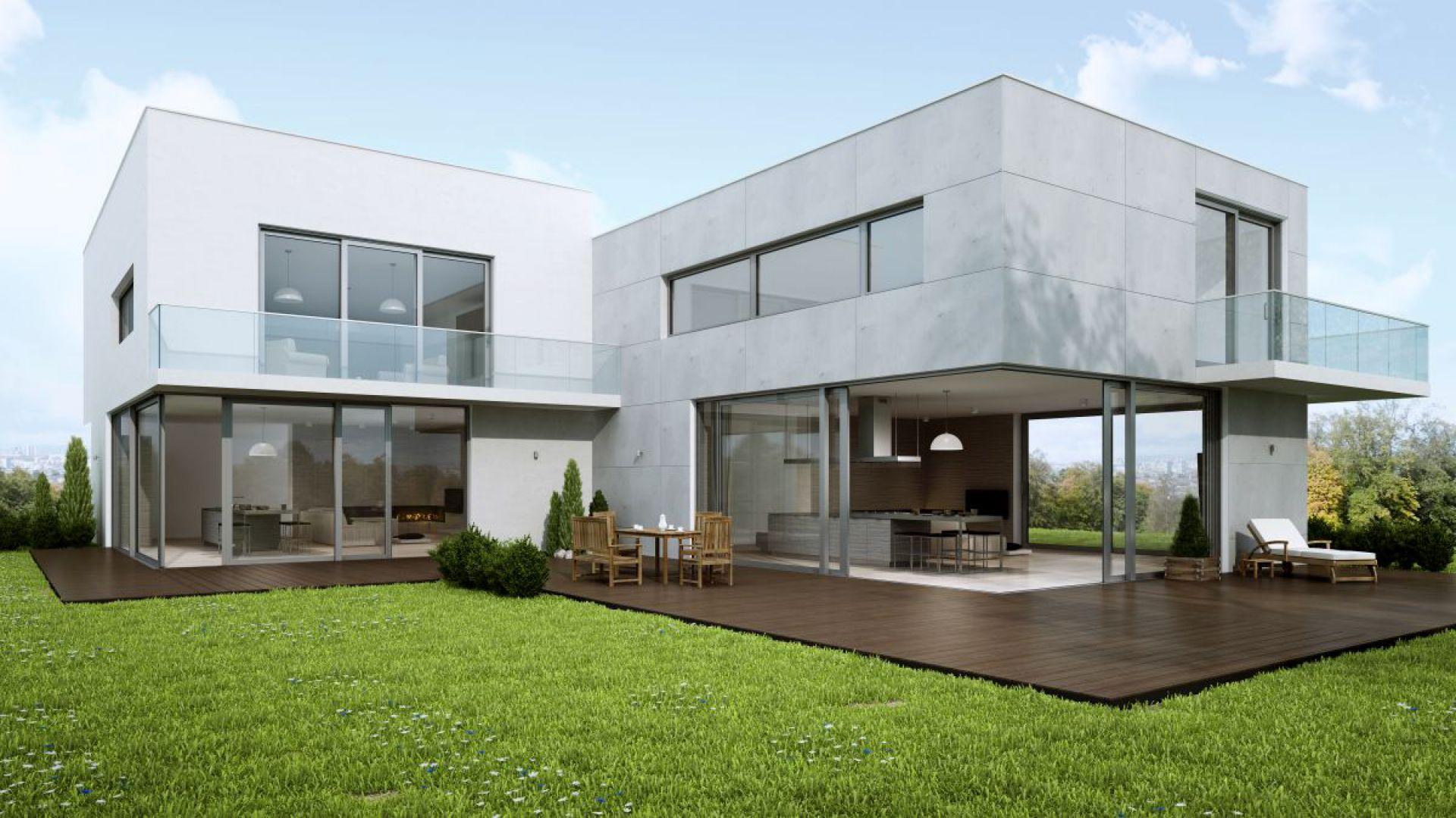 Drzwi podnośno-przesuwne są doskonale spisują się jako zabudowa łącząca salon czy ogród zimowy ze środowiskiem zewnętrznym. Fot. Aluminiowe