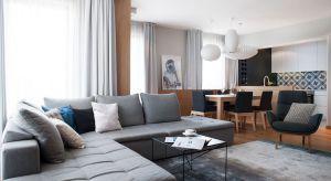 Nieskomplikowane formy oraz dyskretne zestawienia szarości i bieli tworzą niepowtarzalny skandynawski styl we wnętrzach, który nieustannie zachwyca prostotą i emanuje naturalnością.