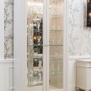 """Na rynku meblarskim pojawiła się prawdziwa... """"Elegantka"""" . W stonowanych barwach, o prostych liniach, z błyskiem glamour wzbudza uzasadniony aplauz. Fot.  Arino House"""