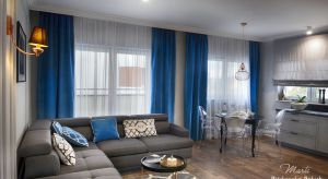 Właściciele trzypokojowego apartamentu w Toruniu cenią dobry smak oraz jasne i stylowe wnętrza. Projektantka zaproponowała, by motywem przewodnim aranżacjimieszkania był styl nowojorski. Jego elegancka ponadczasowość wita gości już od wejści