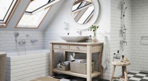 Łazienka na poddaszu ma niepowtarzalny klimat. Okna dachowe doskonale doświetlają pomieszczenie umożliwiając relaksacyjną kąpiel z widokiem na niebo.