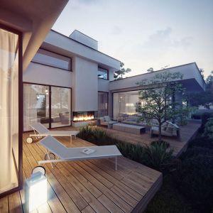 Od strony ogrodu zastosowano wiele przeszkleń, ukazujących piękno natury oraz zapewniających odpowiednie doświetlenie domu. Projekt: Studio.O. organic design